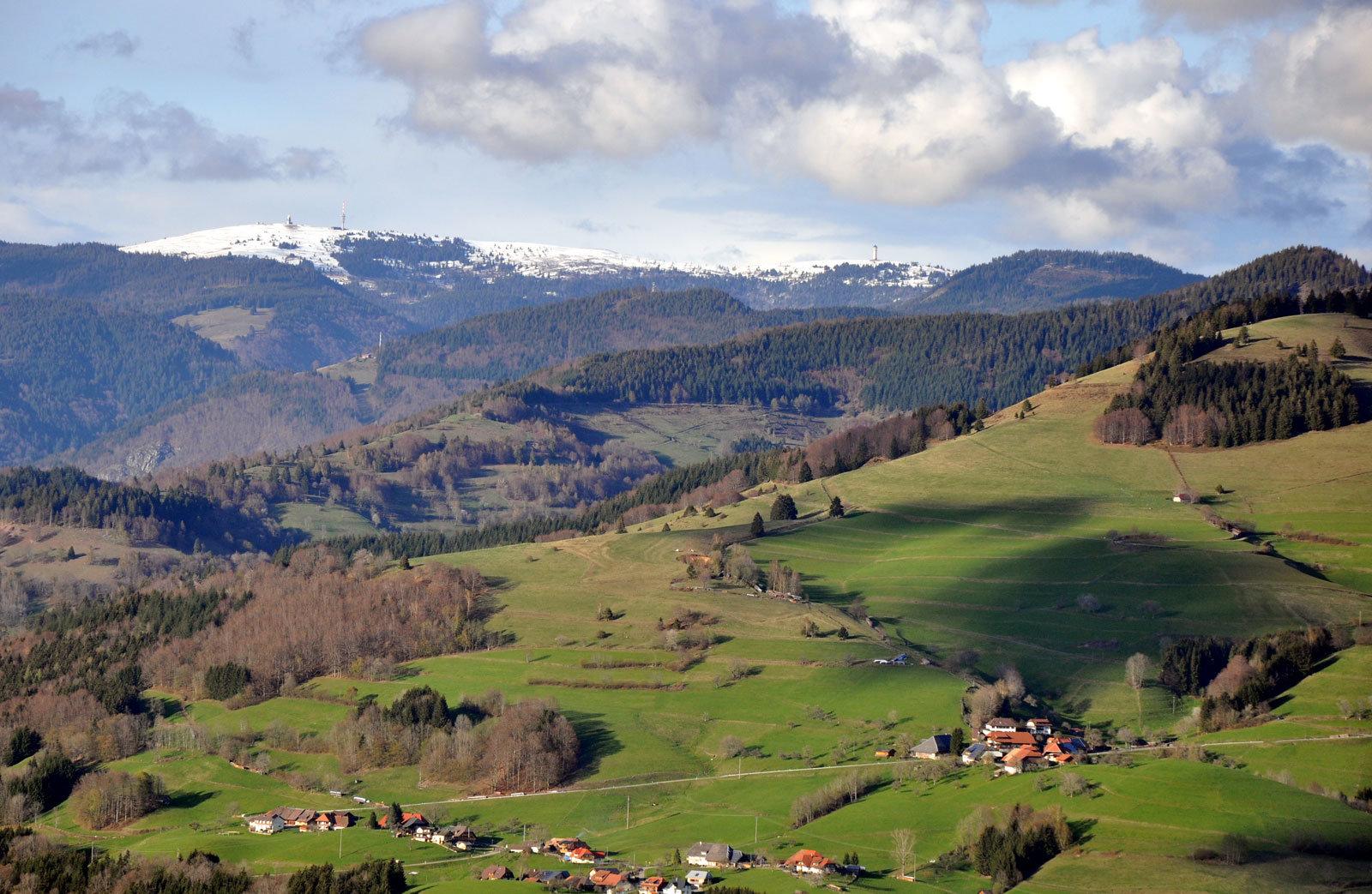 """Herrlicher Blick vom """"Schwammboden"""" ins Obere Wiesental mit dem Feldberg im Hintergrund"""